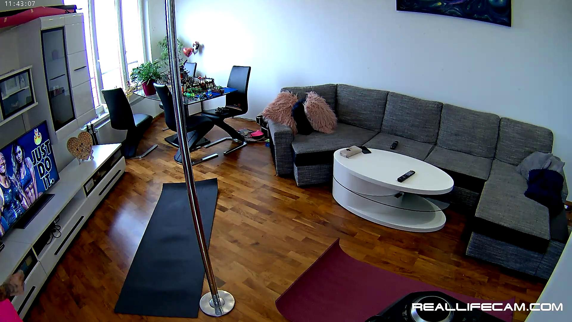 Reallifecam - Linda and her friend are doing fitness 31 08 2021