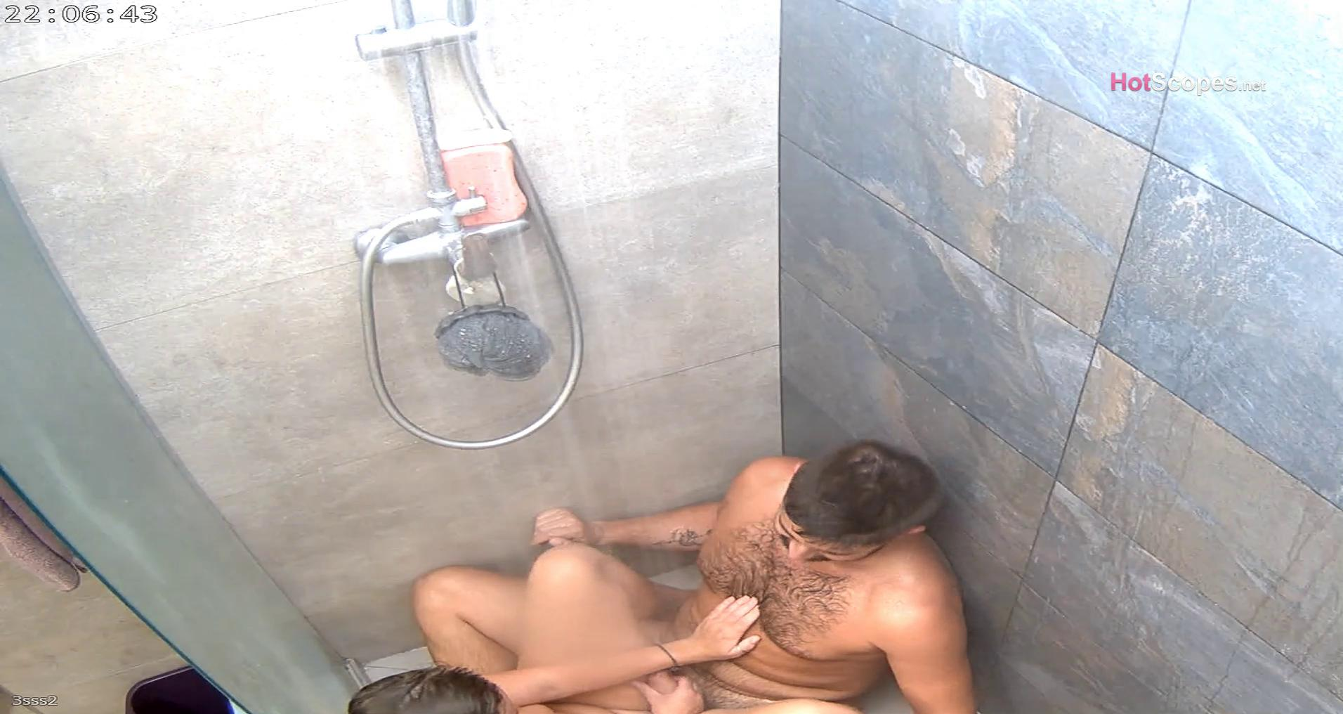 Reallifecam Hanna and Aaron hot blowjob and fucking in the shower 12 10 2021